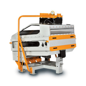 Камнеотборочная машина для очистительного отделения мукомольного предприятия.